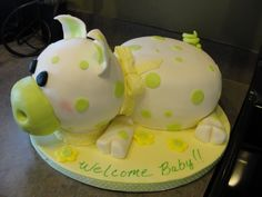 pig baby shower cake, would totally love something like this for my birthday.