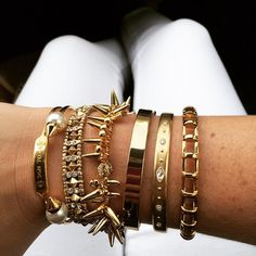 We're loving this all gold #armparty by @brookejstratford. Double-tap if you already own one of these bracelets or let us know in the comments which one is your fav! #stelladotstyle #jotd