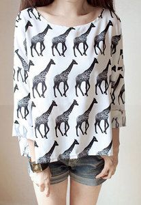 Price:$30.00 Color: Black & White Style: Leisure/Loose Fitting/Cute Cute Loose Fitting Giraffe Print Long Sleeve Sweatshirt