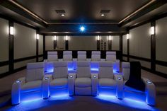 40 cool home theater's room furniture ideas. Beautiful home theater setup and decorating ideas. Home theater room ideas, lights, and furniture design ideas. Home Theater Room Design, Movie Theater Rooms, Home Cinema Room, Home Theater Setup, Best Home Theater, Home Theater Speakers, Home Theater Seating, Home Theater Lighting, Theatre Rooms