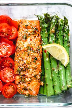 15 Minute Meal-Prep Garlic Butter Salmon with Asparagus - - This easy garlic butter salmon meal prep with asparagus is a great way to guide yourself into a healthier lifestyle. - by meals Meal-Prep Salmon and Asparagus in Garlic Lemon Butter Sauce Salmon Recipes, Lunch Recipes, Seafood Recipes, Diet Recipes, Cooking Recipes, Healthy Recipes, Baked Tilapia Recipes, Sandwich Recipes, Muffin Recipes