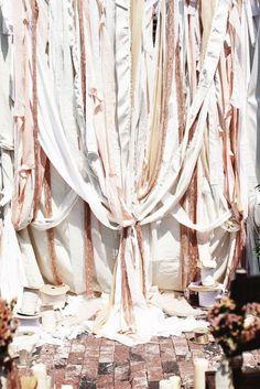 http://bridalblog.midoriribbon.com/diy-ribbon-backdrop/