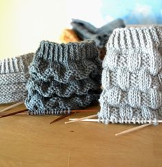 Knitting Stitches, Knitting Socks, Baby Knitting, Knitted Hats, Knitting Patterns, Crochet Patterns, Yarn Projects, Knitting Projects, Knit Baby Shoes