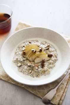Quick Vegan Breakfast, What's For Breakfast, Vegan Breakfast Recipes, Breakfast Dishes, Brunch Recipes, Cake Recipes, Healthy Waffles, Breakfast Porridge, Oats And Honey