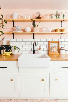 Adorable 50 Miraculous Apartment Kitchen Rental Decor Ideas https://roomadness.com/2018/04/02/50-miraculous-apartment-kitchen-rental-decor-ideas/