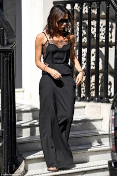 Victoria Beckham shows off her VERY perky assets as she goes braless The former Spice Girls star still oozed chic sophistication by opting for all-black yet upped the sex appeal with the sheer sides and thin material Victoria Beckham Outfits, Victoria Beckham Stil, Victoria Beckham Fashion, Viktoria Beckham, Mode Outfits, Fashion Outfits, Fashion Tips, Fashion Ideas, Vic Beckham