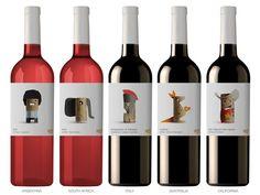 La chaîne de supermarché belge Delhaize désirait redynamiser le packaging de sa gamme de vin premier prix nommée 365, c'est pourquoi elle a fait appel à l'agence espagnole Lavernia & Cienfuegos pour uniformiser l'identité de la marque en créant une nouvelle identité visuelle pour les étiquettes.   L'agence s'est basée sur les valeurs clés de 365 pour ce packaging: la simplicité et l'accessibilité. C'est donc tout naturellement qu'elle a travaillé autour du bouchon de liège de vin, un ob