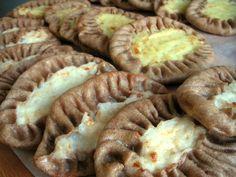 karjalanpiirakat peerinteisellä tavalla peruna tai riisitäyttellä munavoin kanssa