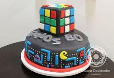 Bolo de Pac Man e Cubo Mágico para uma festa com tema anos 80!