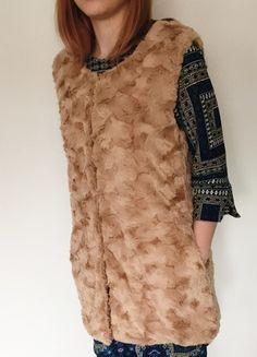 Kup mój przedmiot na #vintedpl http://www.vinted.pl/damska-odziez/okrycia-wierzchnie-inne/11051430-kamizelka-bezrekawnik-futrzany-futerko-krotkie-zapinane-z-kieszeniami-sm