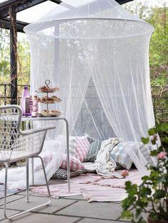 40 Awesome Mosquito Net Ideas For Outdoors : Amazing Colorful Cushions With Big White Mosquito Net