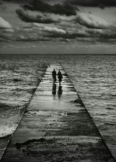 Together Foto Picture, Photo B, Mago Tattoo, Cool Photos, Beautiful Pictures, Foto Poster, All Nature, Black And White Pictures, Black And White Photography
