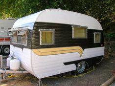 Black with yellow detail. Tiny Trailer - Vintage Camper - Travel Caravan <O> Tiny Trailers, Vintage Campers Trailers, Retro Campers, Vintage Caravans, Camper Trailers, Motorhome, Old Campers, Happy Campers, Retro Caravan
