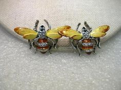 "Vintage Pair of Enameled Yellow/Tan Bee Brooches, Silver tone.  1.5"" wide"