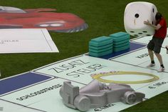 Can you name some easy DIY lawn games you can build? Find out about easy DIY lawn games you can build at HowStuffWorks. Giant Outdoor Games, Giant Yard Games, Diy Yard Games, Lawn Games, Diy Games, Backyard Games, Outdoor Fun, Relay Games, Party Games