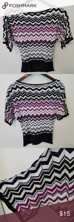 White House Black Market chevron top White House Black Market metallic chevron top, size XS, in White/Black/Plum/Gold. Features batwing sleeves and a wide band at the waist. Like new! White House Black Market Tops Blouses