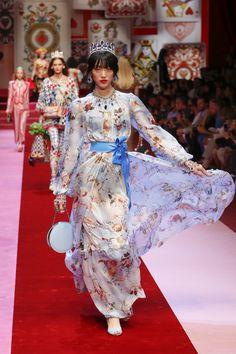 Dolce&Gabbana Spring Summer 2018 Women's Fashion Show. Couture Fashion, Runway Fashion, Fashion Show, Fashion Looks, Fashion Design, Women's Fashion, Cute Summer Dresses, Trendy Dresses, Fashion Dresses