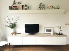 Zwevend dressoir met wandplank! Geeft ruimte en een rustig beeld in huis. Gemaakt door Sijmen Interieur!