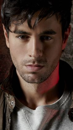 OMG that eyes😍😍😘😘 Enrique Iglesias Albums, Moving To Miami, Madrid, Pop Singers, Keanu Reeves, Hollywood Celebrities, Most Beautiful Man, Record Producer, Hot Boys