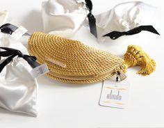 ● Bolso abanico de fiesta hecho en cordón de seda | Modelo Carmen dorado | Diseños OLVIDO MADRID | www.olvidomadrid.es