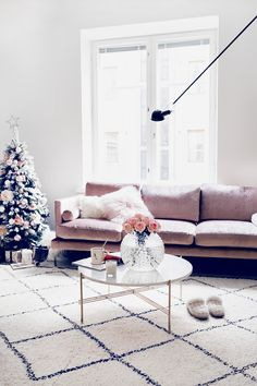 Finnish blogger Alexa Dagmar has a gorgeous Helsinki apartment. The moment I saw her beautiful living room, I thought, Wow this is my dream home! In fact, it's just her temporary space, which makes it all the more incredible how lovely she decorated it for the holidays. The pink velvet couch comes from Zarro. What I really love is the …