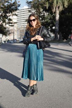 Falda midi plisada Zara, Color Turquesa, Midi Skirt, Skirts, Pants, Outfits, Clothes, Fashion, Rocker Style