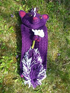 Daisy the skunk lovey blanket crochet pattern (not free)