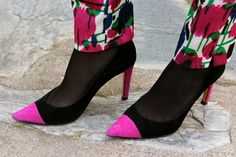 Fashion and Style Blog / Blog de Moda . Post: Sales : Flowered pants / Rebajas : Pantalón de flores .More pictures on/ Más fotos en : http://www.ohmylooks.com/?p=26139 .Llevo/I wear: Pants / Pantalones : Zara (Sales) , Blouse : Zara ; Bracelet / Pulsera : Chance collection by Coolook & Oh My Looks ; Bag / Bolso : Uterqüe (old) ; Shoes / Zapatos : Pilar Burgos