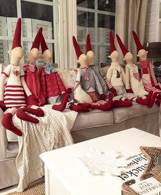 Tontut on hiipineet piiloistaan❤️ Danish Christmas, Christmas Sewing, Christmas Makes, Green Christmas, Scandinavian Christmas, Christmas Projects, Christmas Time, Vintage Christmas, Homemade Dolls