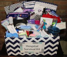 ideas baby shower gifts for mommy survival kits new moms for 2019 Hospital Gift Baskets, Hospital Gifts, Hospital Bag, Pregnancy Gift Baskets, Pregnancy Gifts, Gifts For New Parents, Gifts For Mom, Homemade Gifts, Diy Gifts