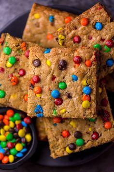 Soft and Chewy MandM Cookie Bars Cupcake Cookies, Tasty Cookies, Bar Cookies, Cupcakes, Best Oatmeal Cookies, Easy Chocolate Chip Cookies, Chocolate Flapjacks, Chocolate Cake, Recipes