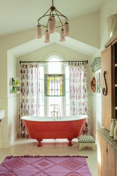 Delightfully Colored Bath / Floor To Ceiling.