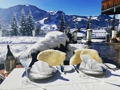 Lunch with a view in Kitzbühel Mount Everest, Lunch, Mountains, Nature, Travel, Winter Vacations, Voyage, Trips, Eat Lunch
