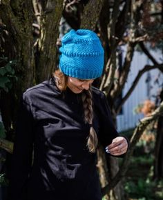I am so excited to share this hat pattern as part of my collaboration with KnitCrate. This Crochet Beanie works up quickly and is great for guys and gals. Crochet Hook Sizes, Crochet Stitches, Crochet Hooks, Free Crochet, Crochet Patterns, Popular Hats, Single Crochet Stitch, Knit Picks, Crochet Beanie