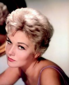 Tracking with Closeups: Kim Novak Golden Age Of Hollywood, Vintage Hollywood, Hollywood Stars, Classic Hollywood, Hollywood Icons, Monaco, Kim Novak, Movie Photo, My Beauty