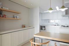 한샘ik : 토탈 홈인테리어 리모델링의 모든 것 Kitchen Cabinets, Dining Room, Interior Design, Modern, Table, Kitchenettes, House, Furniture, Kitchens