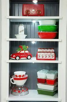 my Christmas pyrex display Vintage Dishware, Vintage Dishes, Vintage Decor, Vintage Pyrex, Christmas Kitchen, Christmas Time, Vintage Christmas, Xmas, Pyrex Display