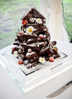 Brownie Wedding Cake we ❤ this! moncheribridals.com #nontraditionalweddingcake #weddingcakealternative