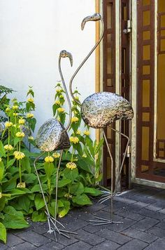 Swahili Kenyan Recycled Metal Ostrich Plant Holders Qualifies for free shipping! Driving out of Nairobi on Ngong Road, we find Kabiria Metal Works, where Moses and his crew of metal artists weld reali #jardines