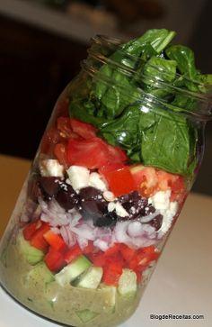 Greek Salad in a Jar - Salada no Pote www.BlogdeReceitas.com