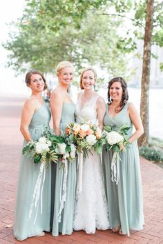 Minty bridal party: http://www.stylemepretty.com/maryland-weddings/baltimore/2015/11/12/casually-elegant-hometown-wedding-in-baltimore/ | Photography: Caroline Tran - http://carolineloganphotography.com/