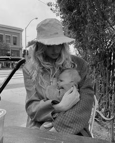 Baby Kids, Baby Boy, Family Photo Outfits, Dear Mom, Elsa Hosk, Stylish Maternity, Baby Family, Family Goals, Wild Child