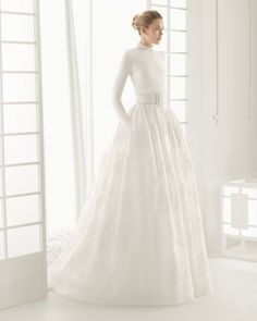Bridal gown with knit bodice and patterned silk garza skirt with knit belt. Rosa Clará 2016 Collection.