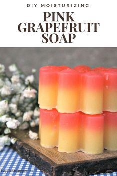 Learn how to make essential oil soap with moisturizing properties and a pink grapefruit scent. Making Essential Oils, Essential Oils Soap, Soap Making Recipes, Soap Recipes, Pure Oils, Pink Grapefruit, Fragrance Parfum, Diy Beauty, Homemade Beauty