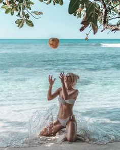 catch with a coconut by the sea in Seychelles Photo credit: urabigpancy Photo credit: urabigpancy summer travel 🄵🄾🄻🄻🄾🅆 🄼🄴 🄾🄽 🄰🄻🄻 🄼🅈 🅂🄾🄲🄸🄰🄻🅂 ! Seychelles Islands, Beach Wallpaper, What Makes You Happy, Another World, Summer Travel, Photo Credit, Paradise, Coconut, Sea