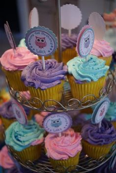 cup cakes- nice and easy owl cupcakes... And no fondant either