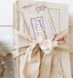 Love the faded floral fabric <3
