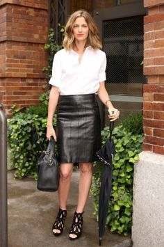 #perfect leather skirt. Leather Skirts #2dayslook #fashion #LeatherSkirts www.2dayslook.com