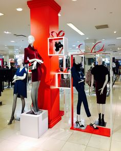 """MACY'S, New York, """"Christmas Gifts. Let's get this party started"""", photo by Martin, pinned by Ton van der Veer Shop Interior Design, Retail Design, Store Design, Christmas Store Displays, Store Window Displays, Catwalk Design, Visual Merchandising Displays, Window Display Design, Shops"""