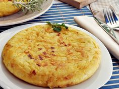 One of the most well-known food of Spain, the tortilla de patatas (or potato omelet). You can eat this dish in any city of the country so dive into a restaurant and taste! Egg Recipes, Great Recipes, Salsa Pesto, Easter Brunch, Macaroni And Cheese, Breakfast Recipes, Yummy Food, Dishes, Cooking